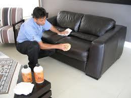 Чем и как чистится мебель из кожи?