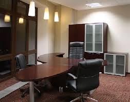 Качественная офисная меблировка в кабинете руководителя