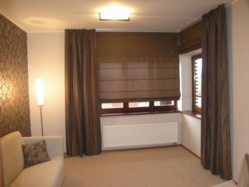 Шторы на балконные окна - 50 фото идей и новинок в интерьере