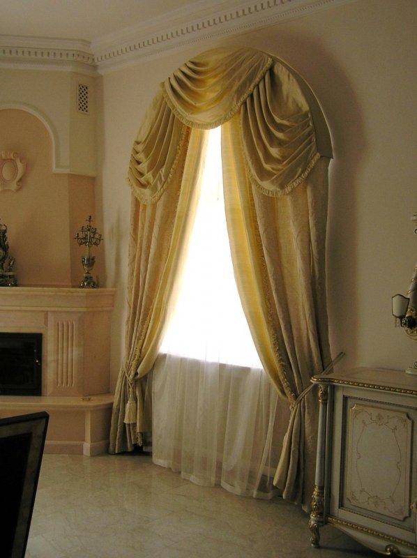 Шторы в гостиную - современные идеи и варианты штор в интерьере (70 фото)